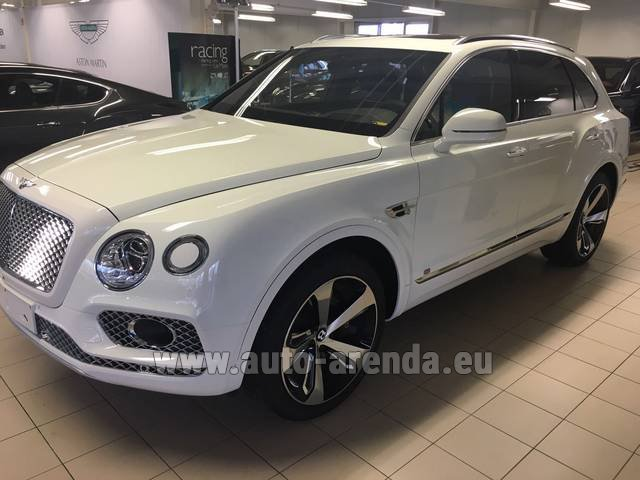 Rental Bentley Bentayga W12 NAIM 22 Rear-Enterteiment in Algarve
