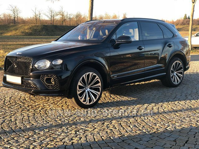 Rental Bentley Bentayga V8 new Model 2021 in Portimao