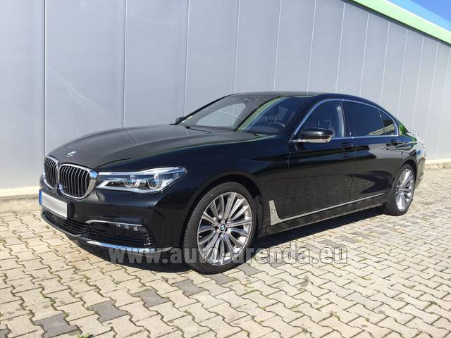 Rental BMW 740 Lang xDrive M Sportpaket Executive Lounge in Algarve