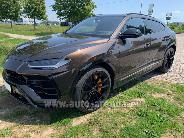 Rental Lamborghini Urus in Portugal