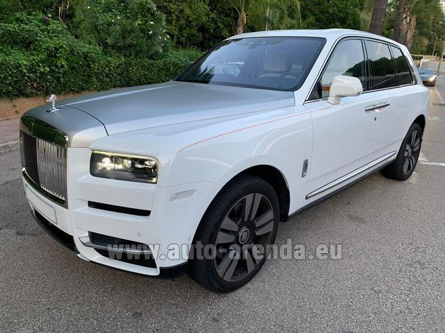 Rental Rolls-Royce Cullinan White in Portimao