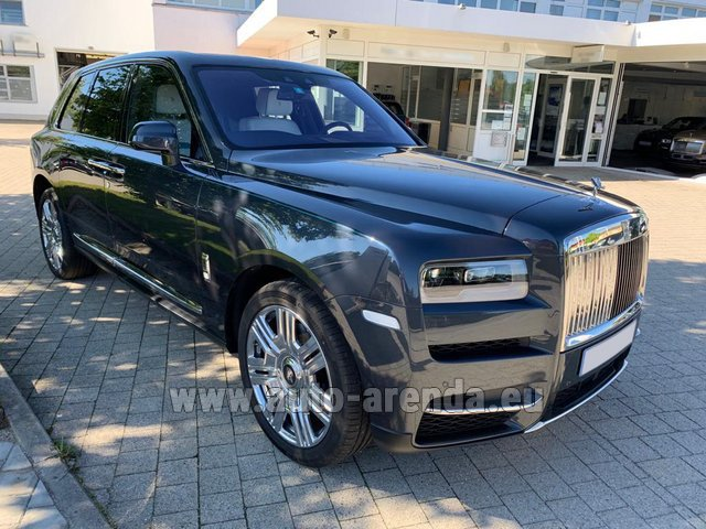 Rental Rolls-Royce Cullinan dark grey in Portimao
