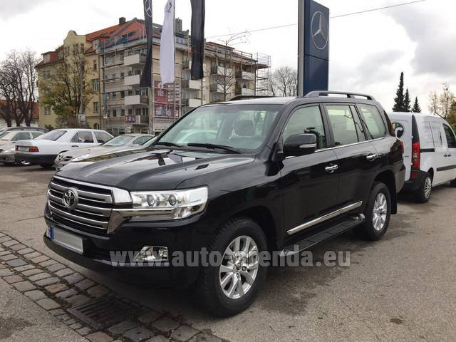 Hire and delivery to Lisbon Portela airport the car Toyota Land Cruiser 200 V8 Diesel